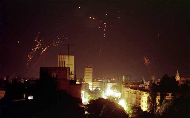 Protiv_vazdušna_odbrana_pokušava_da_obori_NATO_bombardere-2