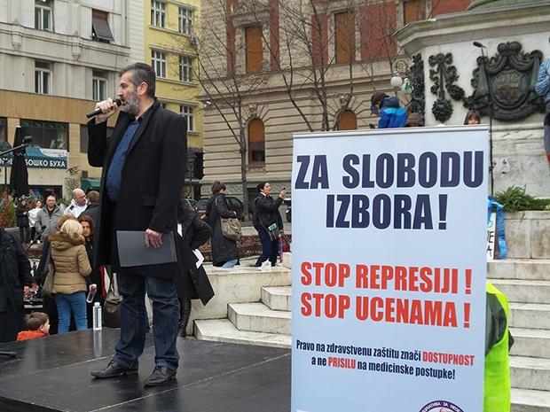 Beograd protest - dr Aleksandar Radojević, jedini poslanik koji se usprotivio obaveznoj i nasilnoj vakcinaciji novorođene dece