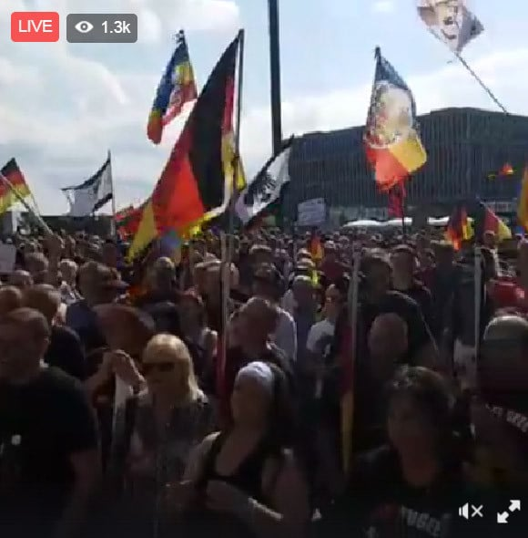 Merkel must go - protests Twitter