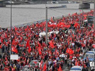 Nemacka-zabranila-Erdoganu-govor-u-Kelnu!-Masovne-demonstracije-u-Nemackoj-kao-podrska-Erdoganu!-2016