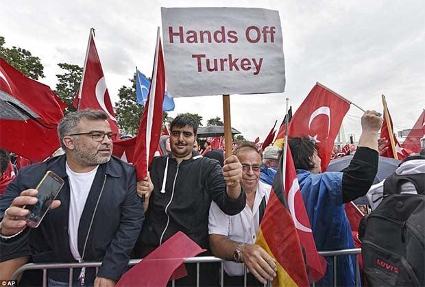 Dalje ruke od Turske