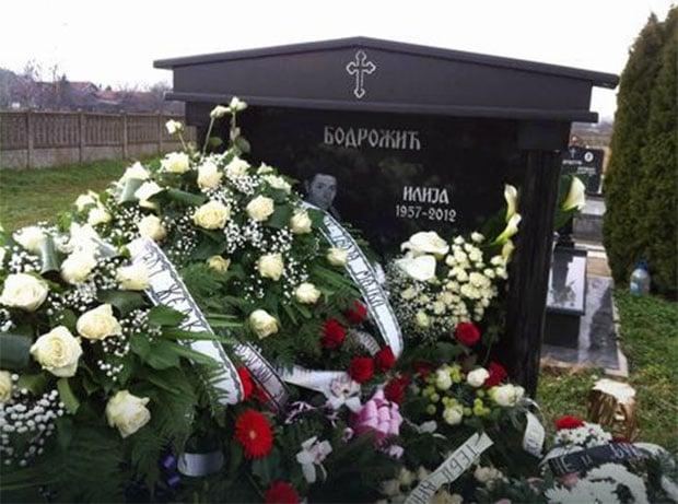 Poruka: Željko Mitrović doneo venac na Ivaninom grobu