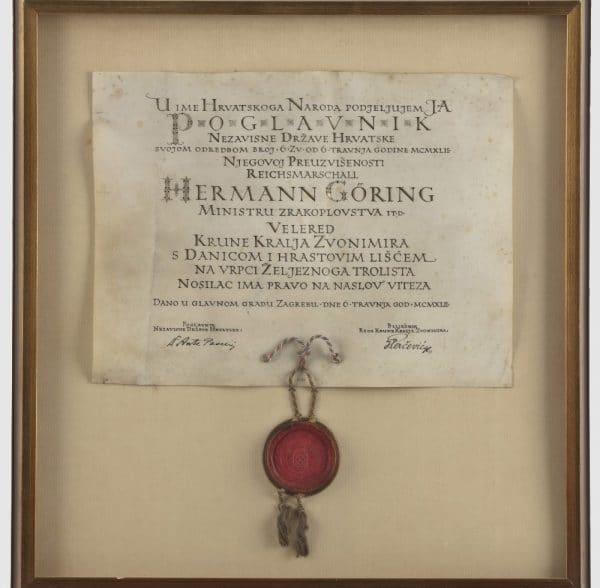 10. A osim druženja s nacističkim liderima, Ante Pavelić znao im je odati posebna priznanja. Šefu Luftvafena Geringu dao je titulu viteza, velered krune kralja Zvonimira.