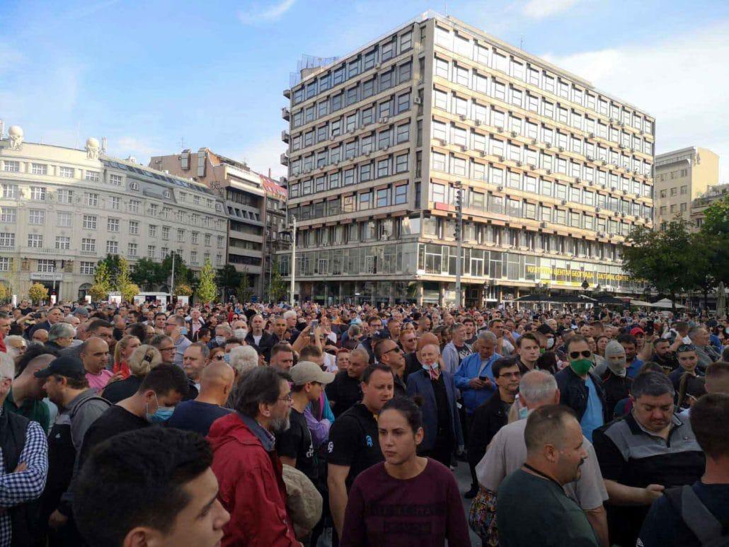 Protest u Beogradu održan 08.05.2020 ostao je potpuno nezabeležen od strane medija. Zašto? Odgovor sledi u priloženom video snimku sa protesta.